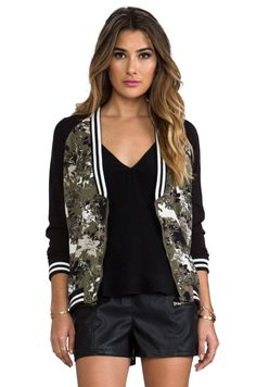 Bb dakota hazzel camo printed bomber in spring olive sport chic feminino, m Fashion Wear, Sport Fashion, Girl Fashion, Womens Fashion, Fashion Trends, Sport Outfits, Casual Outfits, Summer Outfits, Camo Print