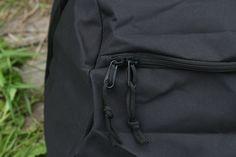 Materiál čiernej cestovnej tašky pozostáva: 100% Polyester s PVC. Taška od výrobcu Surplus. http://www.armyoriginal.sk/1741/133051/cestovna-taska-cierna-surplus.html