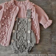 Baby Dress Patterns, Baby Clothes Patterns, Baby Knitting Patterns, Clothing Patterns, Babies Clothes, Babies Stuff, Sewing Patterns, Vestidos Bebe Crochet, Pull Bebe