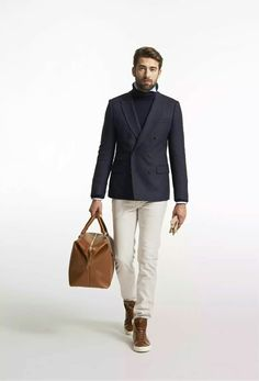 Wear a navy wool double breasted blazer with beige chinos for laid-back refinement with a masculine twist. To add a hint of stylish effortlessness to your getup, add a pair of brown leather high top sneakers to this look. Gq Fashion, Mens Fashion Blog, Latest Mens Fashion, Fashion Tips, Mens Style Guide, Men Style Tips, Blazer Outfits Men, Beige Chinos, Leather High Tops