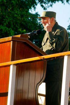 Fidel leyó un mensaje a los estudiantes universitarios cubanos desde la histórica escalinata de la Universidad de la Habana. Foto: Alex Castro