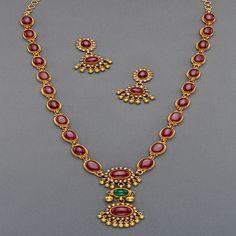 Ruby Jewelry, Bridal Jewelry, Ruby Necklace Designs, Gold Jewelry Simple, Simple Necklace, Gold Jewellery Design, Temple Jewellery, Jewelry Patterns, Indian Jewelry