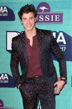 love his outfit