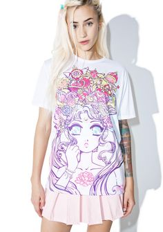 Japan L.A. Moonlight Legend Tee ...in the name of the moon, we'll punish yew! Show 'em yer prism power with this adorable tee in collaboration with cutesy illustrator Miss Kika, featurin' a suuuper soft white construction, slouchy fit, and an intricately detailed graphic of the moon princess herself adorned with all her celestial items in beautiful pastel shades.
