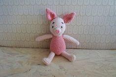 Grisling hækleopskrift Crochet For Kids, Diy Crochet, Crochet Crafts, Crochet Toys, Crochet Baby, Crochet Projects, Doll Toys, Pet Toys, Dolls