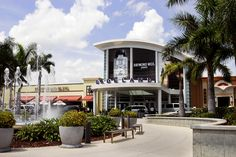 Dadeland Mall (Miami, Florida). It's so different from when I was young.