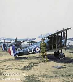 2-G55-B1-1917-45-C The Eyes of the Army. Sopwith Camels ready for a patrol over German lines, circa 1917 akg-images