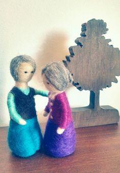 Pareja abuelitos de fieltro agujado miniatura . 12 cms.  Hecho a mano.  Grandpa and grandma miniature doll  needlefelt. Handmade