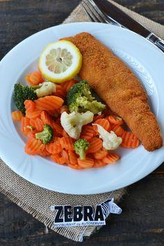 Mix de legume cu file de cod pane Cobb Salad, Restaurant, Food, Diner Restaurant, Essen, Meals, Restaurants, Yemek, Eten