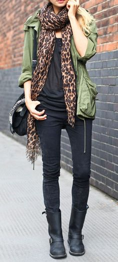 Jessica Hart is wearing my favourite weekend outfit: black skinny jeans, biker boots, army parka, leopard scarf and nerdy glasses. Fall Outfits, Casual Outfits, Cute Outfits, Black Outfits, Casual Attire, Top Mode, Jessica Hart, Leopard Print Scarf, Cheetah Print