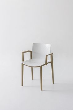 Elegant but textured, practical yet stylish: an amazing chair, designed by #MarcSadler. This is Clipperton. www.gaber.it #designchair #designfurniture #officefurniture