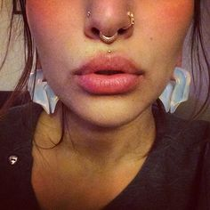 New Leticia Bustos jewelry Rose gold feather hoop for my right nostril L Lip Piercing Bijoux Piercing Septum, Piercing Face, Facial Piercings, Septum Ring, Upper Lip Piercing, Unique Body Piercings, Mouth Piercings, Bellybutton Piercings, Different Nose Piercings
