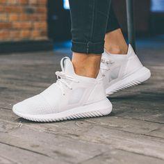 Adidas Tubular là sản phẩm được đánh giá cao của hãng adidas Price: 4.000.000đ