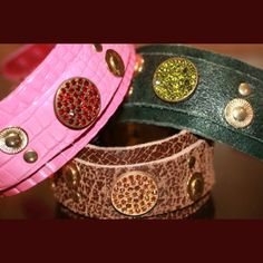 Our nice dog collar Rosebud with it´s large sparkling stone in colour! $55