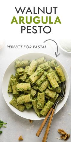 This homemade arugula pesto recipe is ready in five minutes! With walnuts, parmesan cheese, and lemon juice for a pesto sauce perfect on pasta or chicken. Quick Pasta Recipes, Creamy Pasta Recipes, Side Dish Recipes, Easy Dinner Recipes, Easy Meals, Noodle Recipes, Arugula Pesto Recipe, Nut Free Pesto, Creamy Pesto Sauce