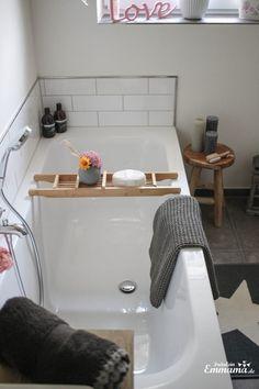 Makeover Badezimmer in grau und weiß, Badewanne, Metrofliesen, Ferm Living