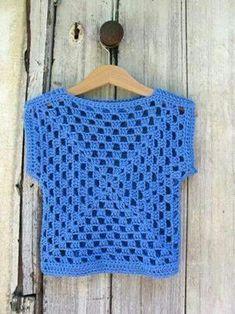 Transcendent Crochet a Solid Granny Square Ideas. Inconceivable Crochet a Solid Granny Square Ideas. Débardeurs Au Crochet, Pull Crochet, Gilet Crochet, Mode Crochet, Crochet Woman, Crochet Blouse, Crochet Granny, Crochet For Kids, Crochet Shawl