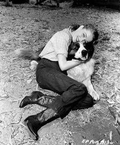 Eleanor Parker gives her St. Bernard a big hug