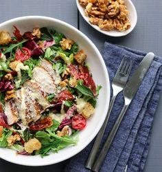 KYLLINGSALAT MED PARMACHIPS OG PARMESANDRESSING Cobb Salad, Food, Essen, Meals, Yemek, Eten