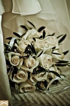 ΛΕΥΚΟ ΘΕΜΑ: Ρομαντική ανθοδέσμη γάμου