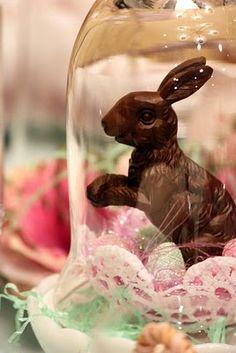 Easter Cloche  |  http://sweetsomethingdesign.blogspot.com/2010/03/spring-tablescape.html
