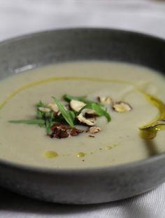 Ondinecheznanou.blogspot.com | Velouté de topinambours , noisettes grillées , estragon et huile de truffe |        J'aime beaucoup cette soupe de topinambours (je reconnais un peu compliqué à éplucher), t...