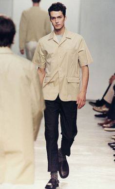 Prada Spring/Summer 1998 Menswear fashion show. Visit the official website to watch the video, run through the looks and the showspace pictures. Dope Fashion, Mens Fashion, Elite Fashion, Army Clothes, Catwalk Collection, Prada Men, Stylish Mens Outfits, Menswear, Safari Shirt