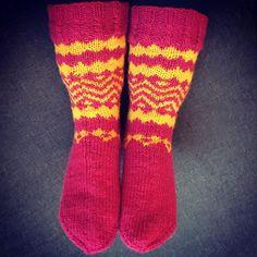 Ihan itte tein 😍👌 #diy #knitting #knittersofinstagram #kudottu #neulottu #villasukat #woolsocks  #teeseitse #doityourself