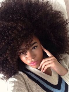She looks awesome in #kinkyhair Loved By NenoNatural! #naturalhair #curlyhair #nenonatural #vlogger #blogger #hairblogger