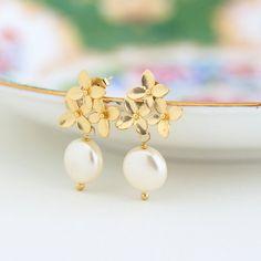 Pearl Earrings, Ivory Pearl and Gold Hydrangea Bouquet Earrings, Bridal Earrings, Wedding Jewelry, Gold Flower Earrings