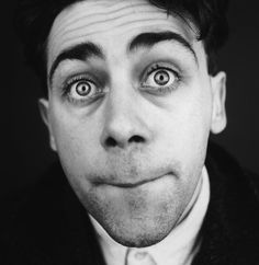 Irish comedian Sean Hughes, can't believe he's gone. loved him. Black Stand Up Comedians, Sean Hughes, Funny Comedians, Blackadder, Comedy Actors, Bbc Tv, British Comedy, Celebrity Portraits, Stand Up Comedy