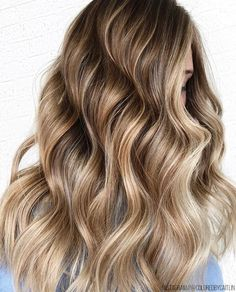 Stay Glossy—How A Clear Coat Can Work Wonders On Your Hair & Nails - Bangstyle - House of Hair Inspiration Mens Medium Length Hairstyles, Long Face Hairstyles, Straight Hairstyles, Hairstyle Men, Funky Hairstyles, Formal Hairstyles, Easy Updos For Long Hair, Long Wavy Hair, Cabelo Rose Gold