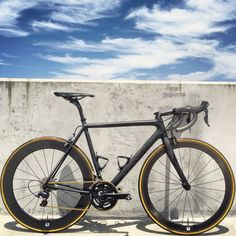 Black/Gold Supersix Evo --> The Effective Pictures We Offer You About Racing Bikes motorbikes A qual Cycling Art, Road Cycling, Cycling Bikes, Cycling Quotes, Cycling Jerseys, Cycling Equipment, Velo Vintage, Vintage Bicycles, Classic Road Bike