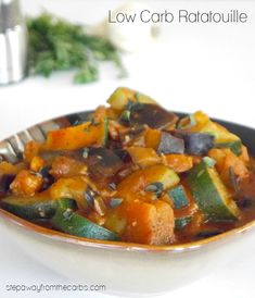 4 Points About Vintage And Standard Elizabethan Cooking Recipes! Low Carb Ratatouille - A Delicious Side Dish With Eggplant, Zucchini And Tomato Best Low Carb Recipes, Low Carb Vegetarian Recipes, Vegetarian Entrees, Real Food Recipes, Keto Recipes, Paleo, Healthy Meals, Healthy Eating, Cooking Recipes