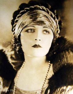 Pola Negri love interest of Charlie Chaplin