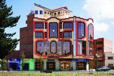 Galería de Freddy Mamani y el surgimiento de una nueva arquitectura andina en…