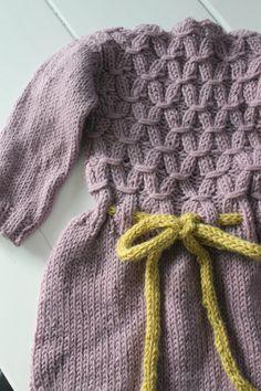 Vinterdrakt av Paelas strikket i alpakkaull.