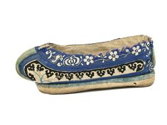 Ethnic shoes / Traditional lady's Manchu shoes. China. 19th century.
