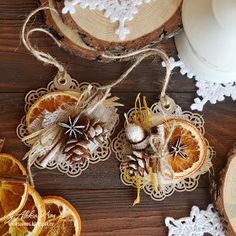 Handmade by Aleksa Kras: Открытки-подвески Xmas Ornaments, Christmas Baubles, Rustic Christmas, Vintage Christmas, Christmas Holidays, Christmas Crafts, Natural Christmas, Christmas Makes, Deco Orange