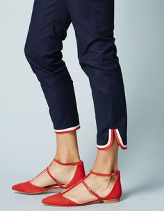 Have a variety of pants — with different finishes and styles — Richmond Tipped Pant is the fashion-forward trouser of the season. This style features cool, contrasting detail around the ankle and on the pockets. Snappy is such a G word. Moda Fashion, Fashion Pants, Womens Fashion, Mode Ab 50, Salwar Pants, Patiala Salwar, Kurti, Boden Women, Discount Womens Clothing