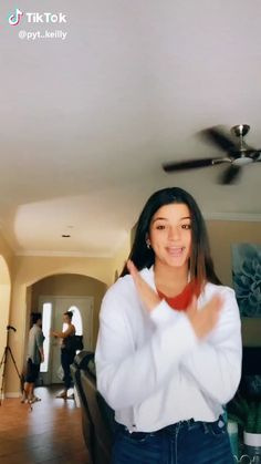 Funny Short Videos, Funny Video Memes, Funny Relatable Memes, Dance Choreography Videos, Dance Videos, April Fools Pranks For Adults, Funny School Memes, Sisters Forever, Tic Tok