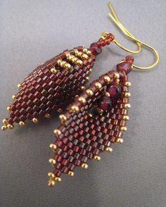 Perlengefädelte blattförmige Ohrringe Rubin Rot Gold von BeadFizz