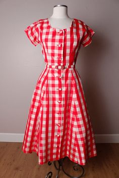 I cheerfully would wear to every summer picnic for the rest of time :) red gingham summer dress 1950s