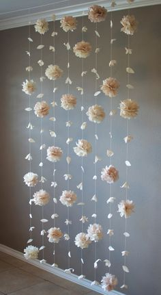 Paper flower and tissue paper puff garland - decoration .- Papierblumen- und Seidenpapierhauchgirlande – Dekoration Selber Machen Paper flower and tissue paper puff garland - Paper Flower Garlands, Tissue Paper Flowers, Diy Flowers, Flowers Decoration, Tissue Paper Pom Poms Diy, Tissue Paper Decorations, Paper Backdrop, Garland Decoration, Diy Backdrop