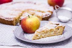 Rezept für einen leckeren Apfelkuchen mit Mandel-Marzipan-Decke. Geröstete Mandeln, Vanille und Marzipan geben dem Kuchen das gewisse Etwas.