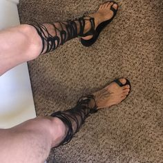 gladiator sandals for men tall knee length toe ring leather sandals cosplay medieval costume unusual unique statement Greek Roman Gladiator Sandals For Men, Roman Sandals, Greek Sandals, Black Leather Sandals, Leather And Lace, Men's Sandals, Mode Masculine, Nigerian Men Fashion, Male Fashion