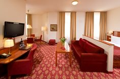 Unsere Zarensuiten bieten viel Platz (40-45 m²). Zur Ausstattung gehört eine Küchenzeile, eine Sofa und ein Balkon.