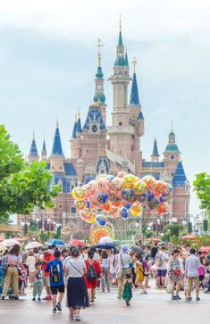 Important Tips for Visiting Shanghai Disneyland – abbie Important Tips for Visiting Shanghai Disneyland Important Tips for Visiting Shanghai Disneyland – La Jolla Mom Disneyland Castle, Hong Kong Disneyland, Disneyland Tips, Disneyland Los Angeles, Disneyland Images, Disney Images, Disneyland Park, Disney Resorts, Disney Vacations