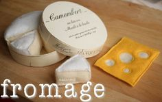 Cheese (fromage) - tutorial (in French) felt-food Felt Diy, Felt Crafts, Play Kitchen Accessories, Pop Couture, Felt Food Patterns, Pretend Play Kitchen, Felt Play Food, Creation Couture, Fake Food