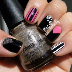 nailart  @Christine Smythe Gogolinski this reminds me of the set we did on you, love this as well.